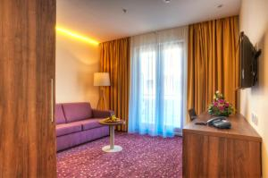 Hotel Pine, Отели  Тиват - big - 4