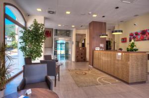Hotel Pine, Отели  Тиват - big - 35