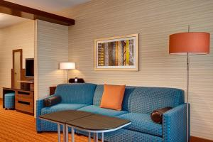 Fairfield Inn & Suites by Marriott Canton South, Hotels  Canton - big - 2