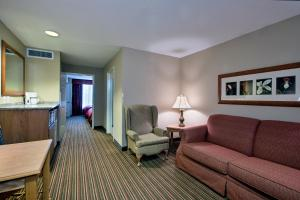 One-Bedroom King Suite - Disability Access/Non-Smoking
