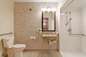King Room with Roll In Shower - Non smoking
