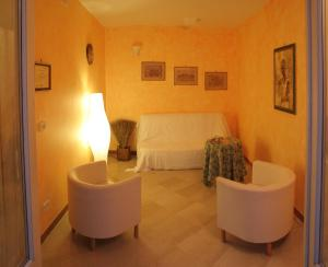 B&B Santa Barbara, Bed and breakfasts  Bitonto - big - 17