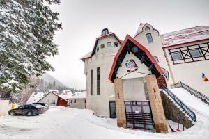 House of Dracula Hotel, Hotely  Poiana Brasov - big - 74