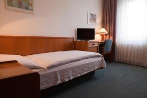 Hotel Ungarische Krone, Hotely  Bruckneudorf - big - 8