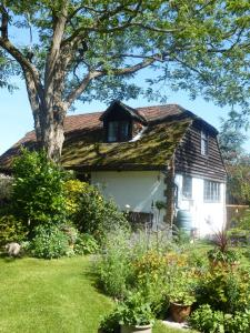 Strawberry Cottage B&B
