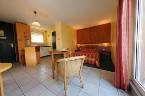 Le Relais De Wasselonne & Spa, Residence  Wasselonne - big - 51
