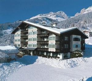 Alpen Hotel Corona, Hotely  Vigo di Fassa - big - 1