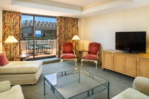 King Suite with Sofa Bed - Disability/Hearing Accessible