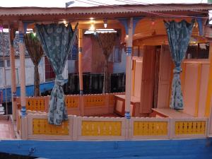 Houseboat Moon of Kashmir, Ботели  Сринагар - big - 4