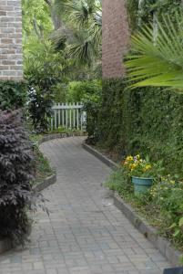 Queen Garden Studio