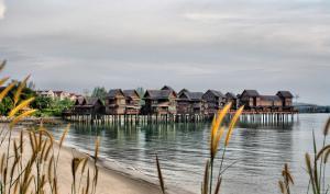Sea Villa Private Unit @ Langkawi Lagoon Resort, Üdülőtelepek  Kampung Padang Masirat - big - 23