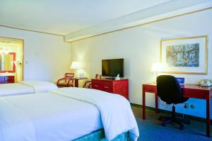 Business Queen Room with Two Queen Beds - Non Smoking