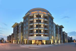 Hampton Inn and Suites Des Moines Downtown