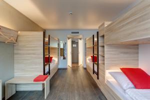 Zimmer mit 6 Betten