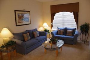 Deluxe Six-Bedroom House