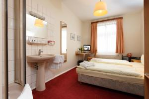 Double Room with Shower and Shared Toilet