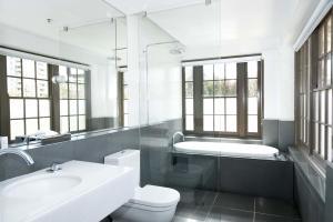 Habitación Deluxe con cama grande y bañera