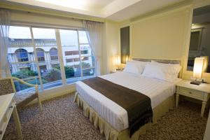 Deluxe Double or Twin Room - Female only