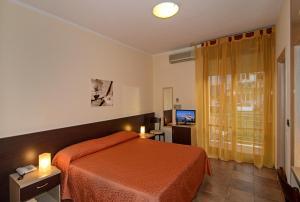 Hotel Gabrini, Szállodák  Marina di Massa - big - 7