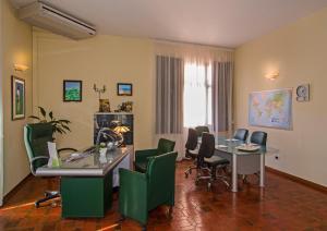 Hotel Gabrini, Szállodák  Marina di Massa - big - 27