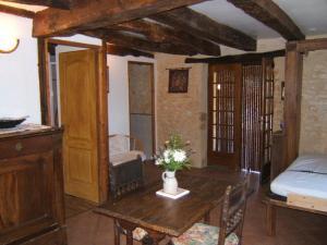 Gites des 3 Vallées, Гостевые дома  Borrèze - big - 8