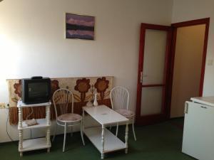 BA-S-HA Villa Panzió, Bed & Breakfast  Hévíz - big - 5