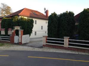 BA-S-HA Villa Panzió, Bed & Breakfast  Hévíz - big - 15