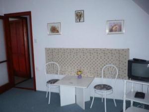 BA-S-HA Villa Panzió, Bed & Breakfast  Hévíz - big - 10