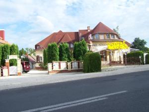 BA-S-HA Villa Panzió, Bed & Breakfast  Hévíz - big - 1