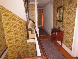 Pokój Dwuosobowy z prywatną łazienką poza pokojem
