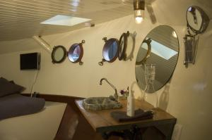 Houseboat Ms Luctor, Boote  Amsterdam - big - 42