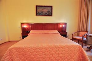 Hotel Maxim, Отели  Орадя - big - 16