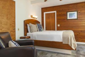 Deluxe Queen Room with Porch - Adults Only