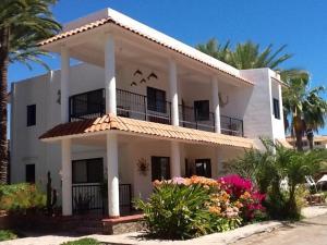 Villa Datil II by Villa Santo Niño, Appartamenti  Loreto - big - 1