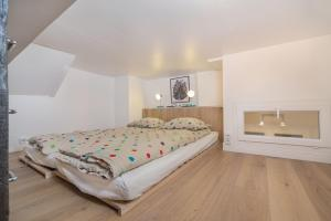 Large One-Bedroom Apartment