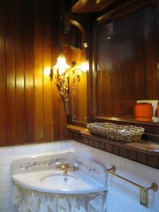 Twin Room with Sink - Shared Bath