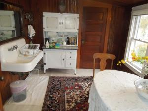 Queen Room with Kitchen