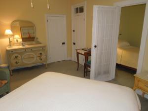Suite - Upper Floor