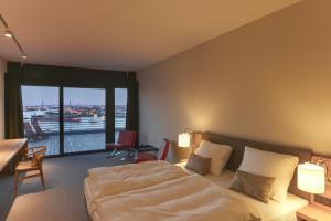 Deluxe Doppelzimmer mit Balkon und Hafenblick
