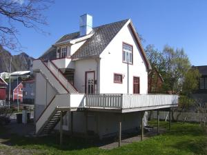 Villa Svolvær, Residence  Svolvær - big - 2