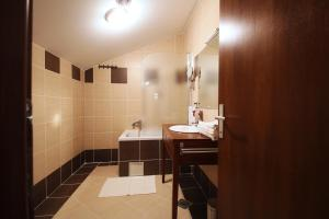 Hotel Lug, Hotel  Bilje - big - 10