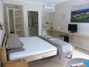 Coral Beach Club Hotel, Hotels  Lian - big - 25