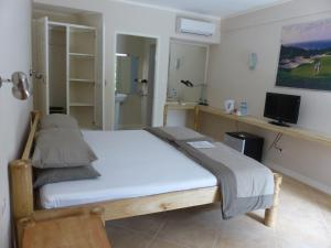 Coral Beach Club Hotel, Hotels  Lian - big - 18