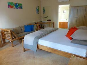 Coral Beach Club Hotel, Hotels  Lian - big - 7