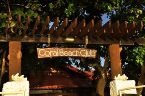 Coral Beach Club Hotel, Hotels  Lian - big - 39