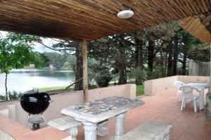Lake Naverone Holiday Cottages, Rezorty  Drakensberg Garden - big - 68