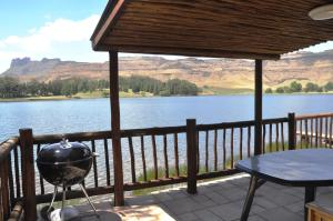 Lake Naverone Holiday Cottages, Rezorty  Drakensberg Garden - big - 72