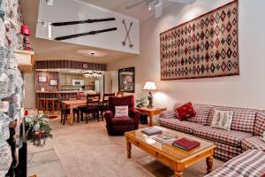 Meadows Condos at EagleRidge by Wyndham Vacation Rentals, Апарт-отели  Стимбот-Спрингс - big - 60