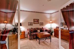 Meadows Condos at EagleRidge by Wyndham Vacation Rentals, Апарт-отели  Стимбот-Спрингс - big - 62