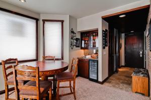 Meadows Condos at EagleRidge by Wyndham Vacation Rentals, Апарт-отели  Стимбот-Спрингс - big - 33